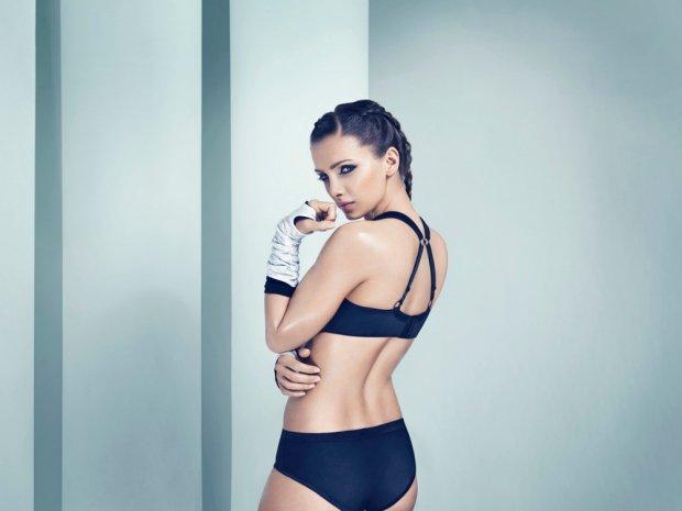 Model sportowej bielizny marki Dalia Lingerie sportowy