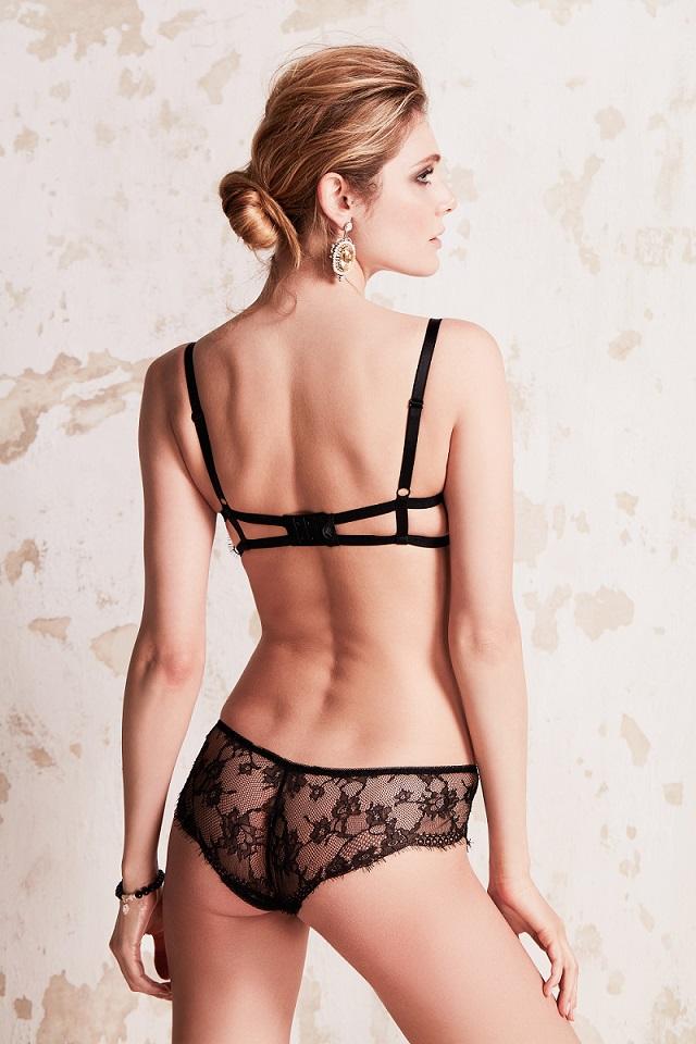 Model Paula z basicu marki Dalia Lingerie