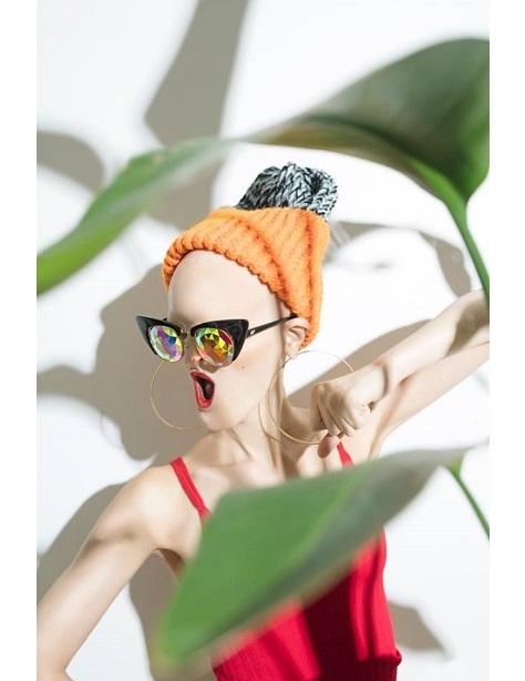 Melanie Gaydos, fot.: Lisa Klappe, dla Holes Eyewear