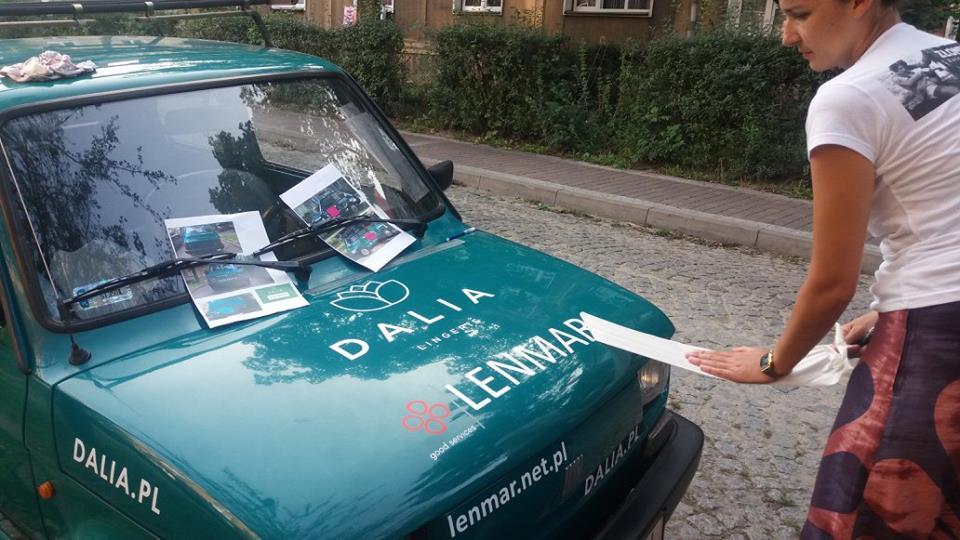 oklejanie autka malachitowa malaria złombol 2017 dalia lingerie basia olga magda